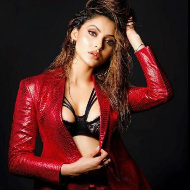 Urvashi Rautela looks hot and sexy