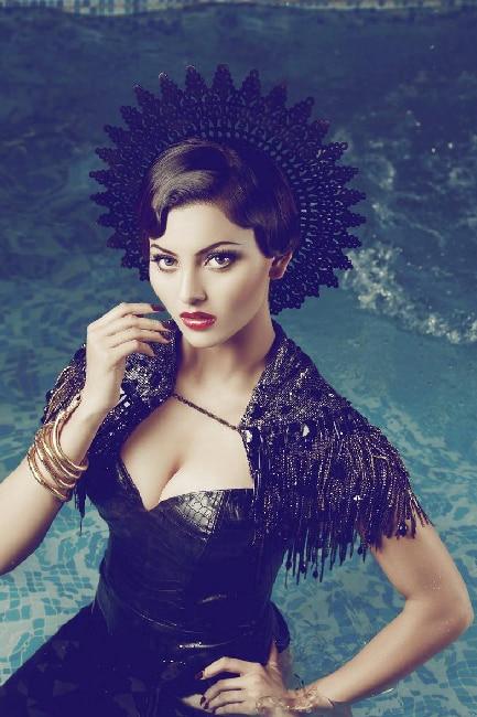 Urvashi Rautela poses super seductive during sexy photo shoot