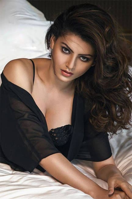 Urvashi Rautela showing off her cleavage in sexy black outfit