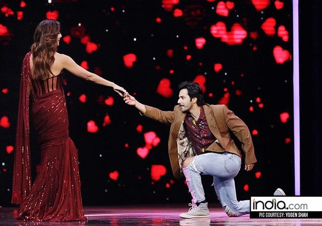 Varun Dhawan dancing with Shilpa Shetty on sets of Super Dancer