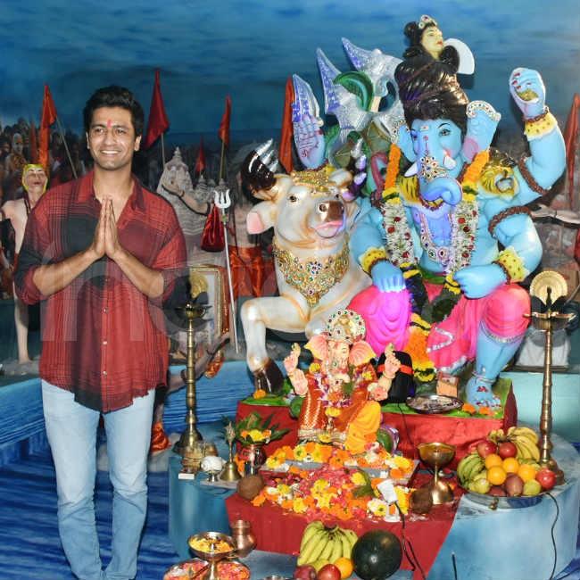 Vicky Kaushal visits Ganpati