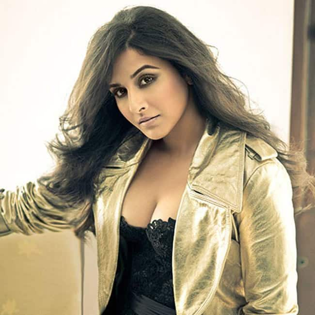 Vidya Balan shows off cleavage in sexy lacy top