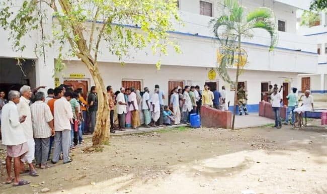 West Bengal  Amidst Sporadic Violence 34 71 Per Cent Voted Till 11 AM