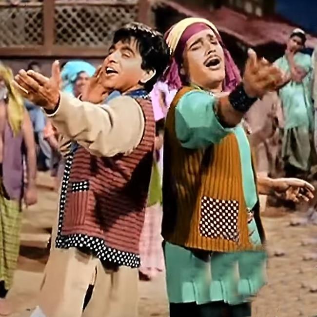 Ye Desh Hai Veer Jawano Ka from Naya Daur movie