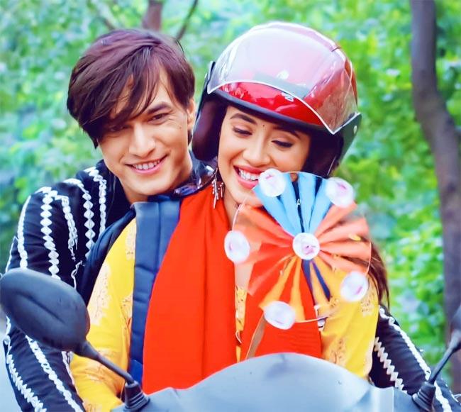 Yeh Rishta Kya Kehlata Hai Couple Kartik Naira Go on a Fun Ride