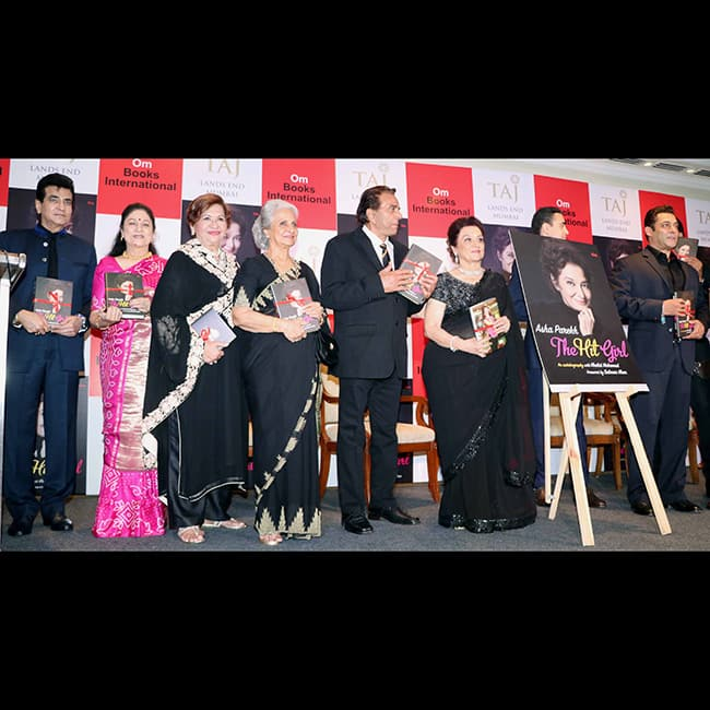Yesteryears actors during Asha Parekh   s biography launch