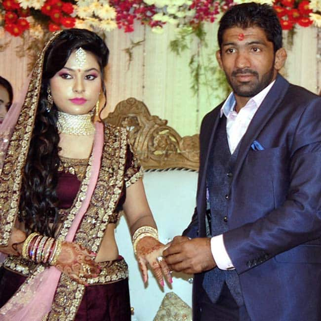 Yogeshwar Dutt with his fianc  e Sheetal Sharma during engagement ceremony