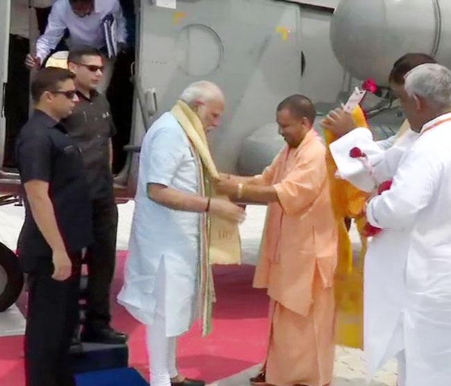 Yogi Receives PM Modi