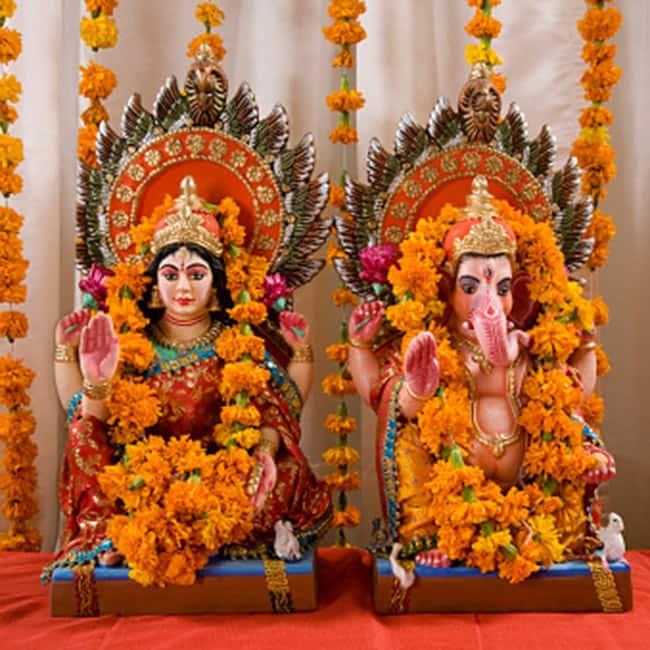 You can also gift idols of Lord Ganesh and Lakshmi
