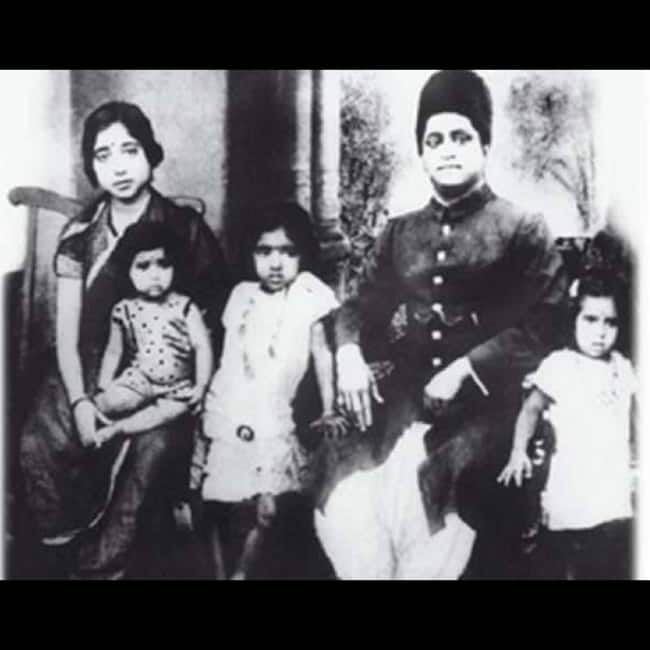 Young Lata Mangeshkar with her siblings and parents